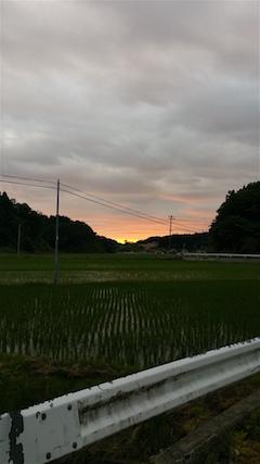 20160614山からの帰り道の様子夕焼け空1