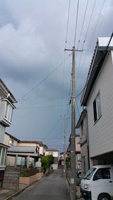 20160628外の様子黒い雲が近づき始める2