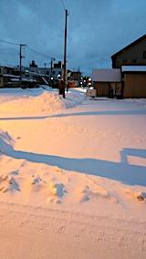 20170211駐車場雪寄せ前朝