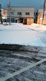 20170211駐車場雪寄せ途中朝