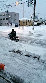 20170219外の様子朝凍結道路バイク