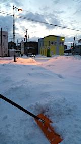 20170221外の様子朝駐車場の雪寄せ途中2