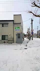 20170221外の様子朝お店横駐車場と歩道の雪寄せ後