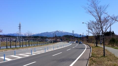 20170424外の様子昼前太平山2