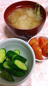 20170714晩ご飯サヤエンドウのみそ汁とキュウリにトマト