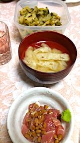 20170909晩ご飯刺身の納豆油揚げと細モヤシのみそ汁