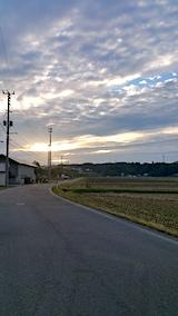 20171016山へ向かう途中の様子田んぼと朝日
