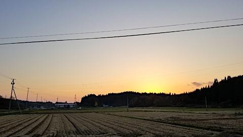 20171107山の入り口から夕焼け空を望む1