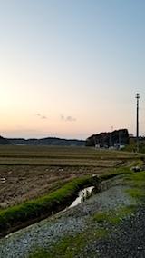 20171107山からの帰り道の様子田んぼと空