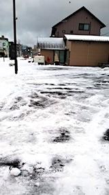 20171213朝駐車場の雪寄せ後の様子