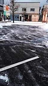 20171214雪寄せ後の駐車場の様子1