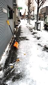 20171214雪寄せ後の歩道の様子
