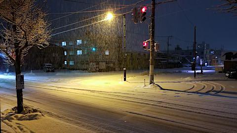 20180113夜のはじめ頃雪が積もり始めた頃