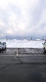 20180209スーパー駐車場内の雪山1