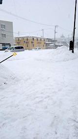 20180213雪寄せ後の様子朝向かいの駐車場1