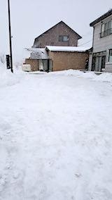 20180213雪寄せ後の様子朝向かいの駐車場2
