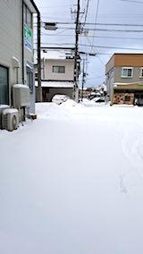 20180213雪寄せ前の様子朝お店横の駐車場