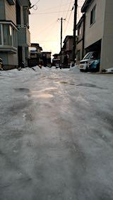 20180215外の様子朝道路が凍りつく
