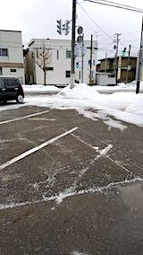 20180215向かいの駐車場に雪はなし