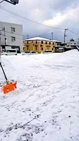 20180216向かい駐車場の雪寄せ後の様子朝1