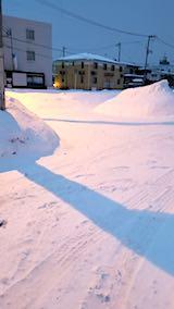 20180218向かい駐車場の雪寄せ前の様子朝1