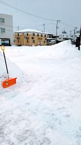 20180218向かい駐車場の雪寄せ後の様子朝1