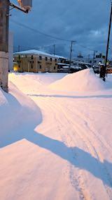 20180219向かい駐車場の雪寄せ前の様子朝1