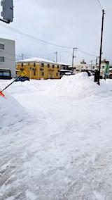 20180219向かい駐車場の雪寄せ後の様子朝1