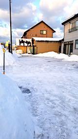 20180220向かい駐車場の雪寄せ後の様子朝2