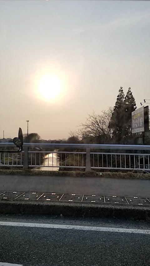 20180313山からの帰り道の様子桜大橋より夕日を望む