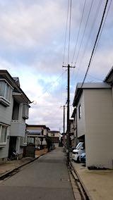 20180316外の様子夕方お店横の小路と空