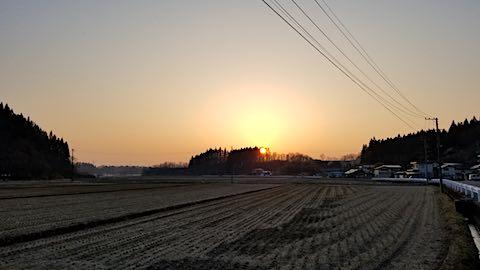 20180327山からの帰り道の様子夕日2