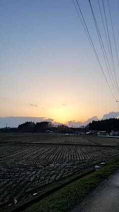 20180408山からの帰り道の様子夕焼け空1