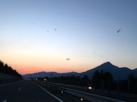 20180602磐越道から望む会津磐梯山と夕焼け空の様子