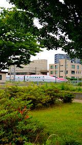 20180615速歩途中の公園から望んだ秋田新幹線