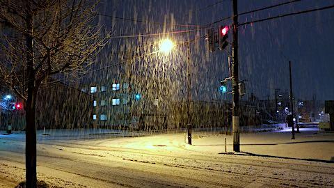 20181213外の様子夜遅く雪が降り続く3