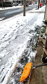20181214外の様子昼過ぎ歩道の雪寄せ1