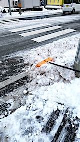 20181214外の様子夕方向かいの駐車場入り口の雪寄せ1