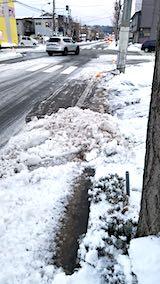 20181214外の様子夕方向かいの駐車場入り口の雪寄せ2