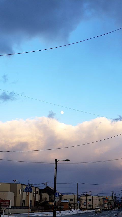 20190119速歩へと向かう途中の東の空お月さま