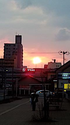 20190314外の様子夕方夕日2