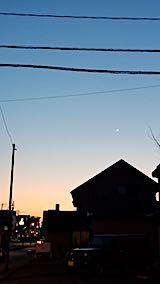 20190407外の様子夕方夕焼けと三日月さま2