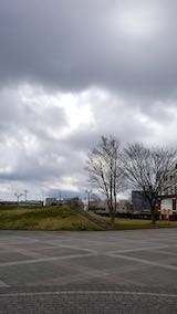20190413速歩へ向かった公園と南西の空