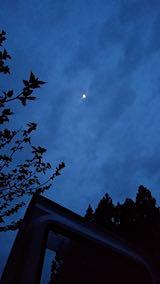 20190514山の様子夜のはじめ頃雲の切れ間からお月さまが