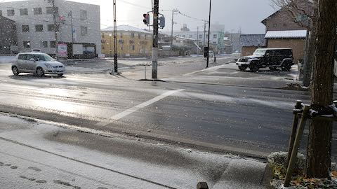 20191129外の様子昼過ぎ積雪2