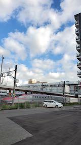 20200620速歩途中のJR秋田駅東口手前の駐車場から望んだ秋田新幹線