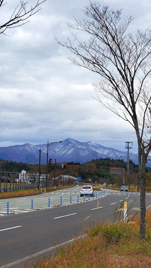 20201111施設の出入り口から望んだ太平山
