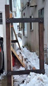 20210112隣のアパートの間に防御壁