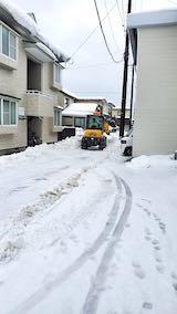 20210113外の様子昼前ホイルローダによる小路の除雪作業1
