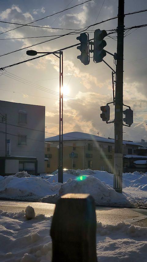 20210113外の様子昼過ぎ東大通りと夕日2